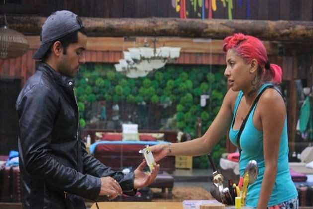 Bigg Boss 8: Gautam Gulati and Diandra Soares' Bathroom Scene Shocks Viewers