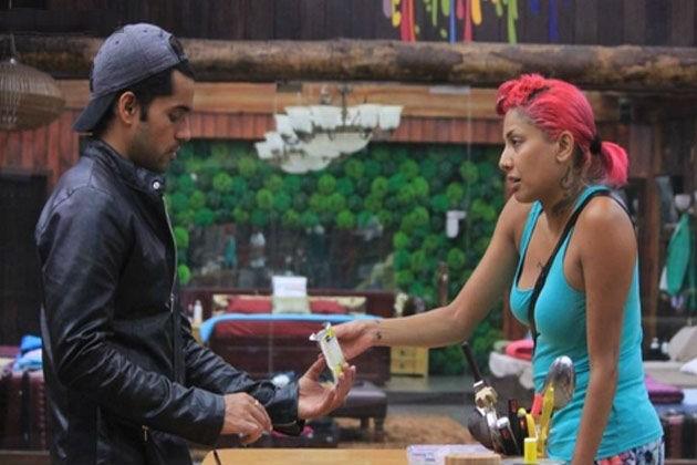 Bigg Boss 8: Gautam Gulati and Diandra Soares' Bathroom Scene Shocks Viewers