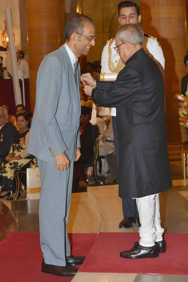 Padma awards,padma shri,padma bhushan awards,Padma Vibhushan,President Pranab Mukherjee,Narendra Modi,arvind kejriwal,Amitabh Bachchan,LK advani