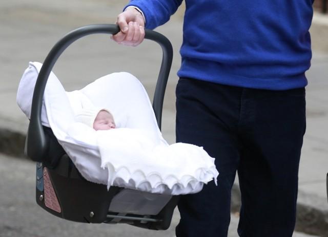 Royal baby photos,first photos of baby princess,kate middleton,prince willaim,prince george,photos of royal baby