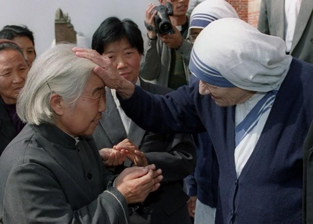 Mother Teresa,mother teresa rare photos,Mother Teresa photos,Mother Teresa with diana,Mother Teresa with pope john paul 2