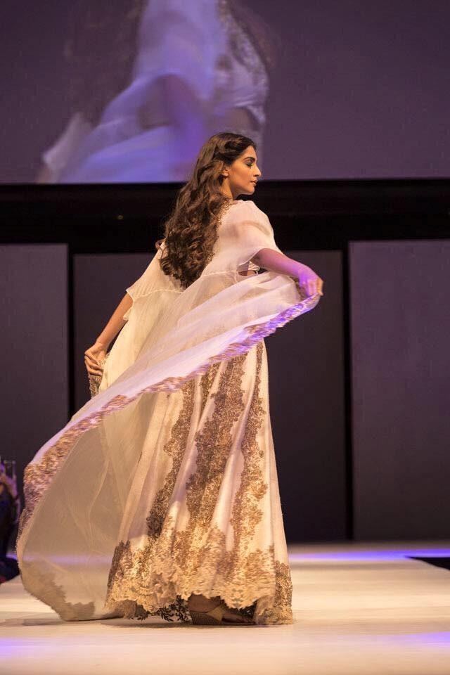 Sonam kapoor,sonam kapoor anamika Khanna show,sonam kapoor in melbourne,Indian Film Festival of Melbourne],Indian Film Festival of Melbourne sonam kapoor