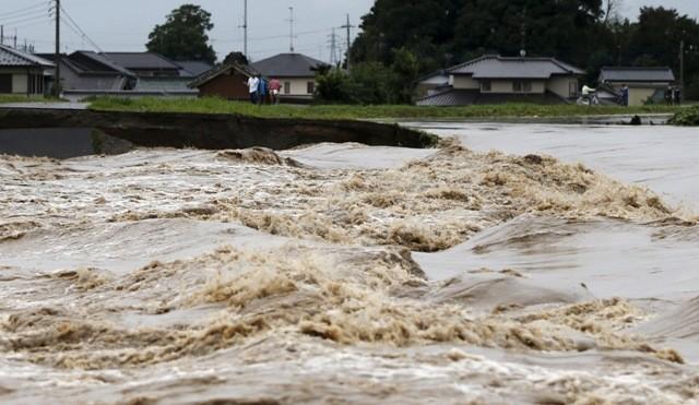 Japan floods,japan floods photos,Typhoon Etau,Typhoon Etau photos,japan evacuation,Heavy Rain Overflows Rivers,heavy rain in japan