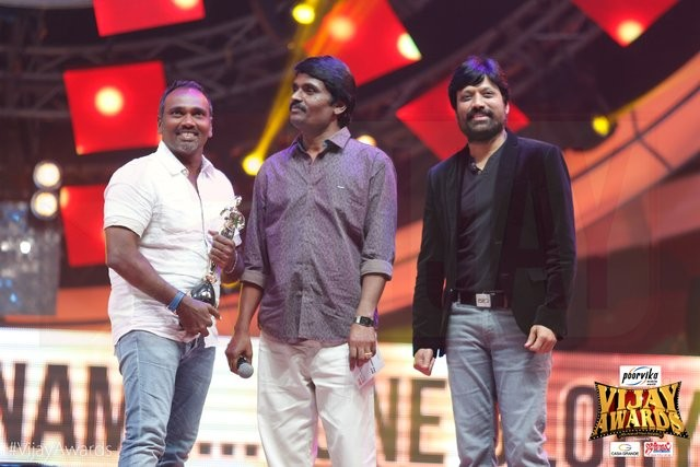Vijay awards,9th Vijay Awards 2015,Vijay awards 2015,Vijay Awards pics,Vijay Awards images,Vijay Awards photos,Vijay Awards stills,Vijay Awards 2015 stills,Vijay Awards 2015 pics,9th Annual Vijay awards winner lint