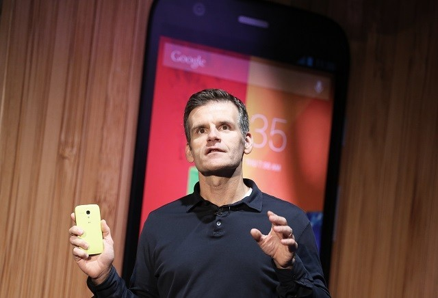Motorola CEO Dennis Woodside holds Moto G mobile at the Sao Paulo event, 2013.
