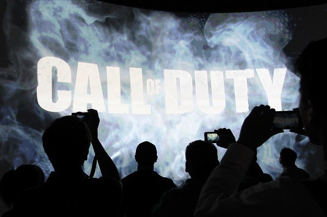 People watch a demonstration of Call of Duty at E3 Event in California, 2013.