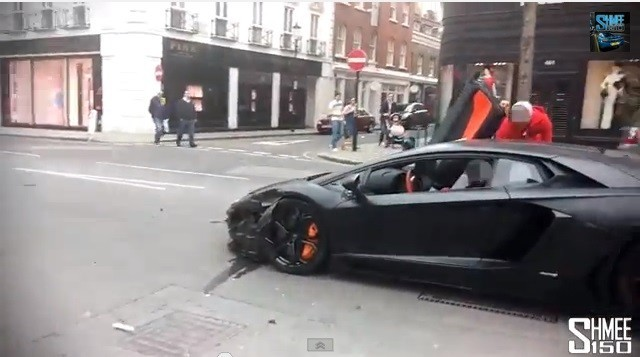 A video of crash involving Lamborghini Aventador in the street of London has gone viral. (Screen Shot)