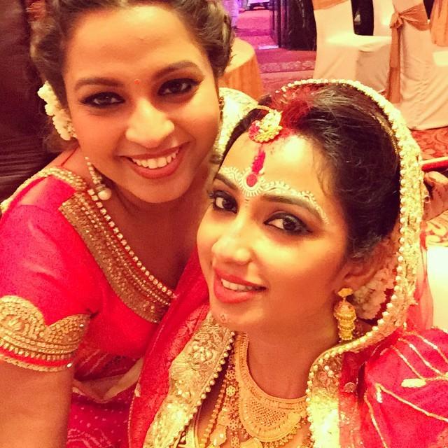 Shreya Ghoshal with her friend