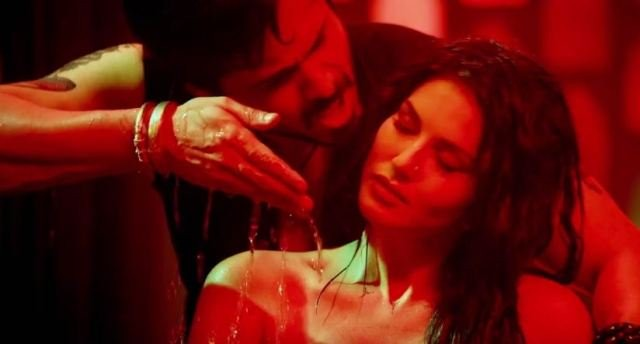 Emraan Hashmi & Sunny Leone ooze up the sensual quotient in Piya More!