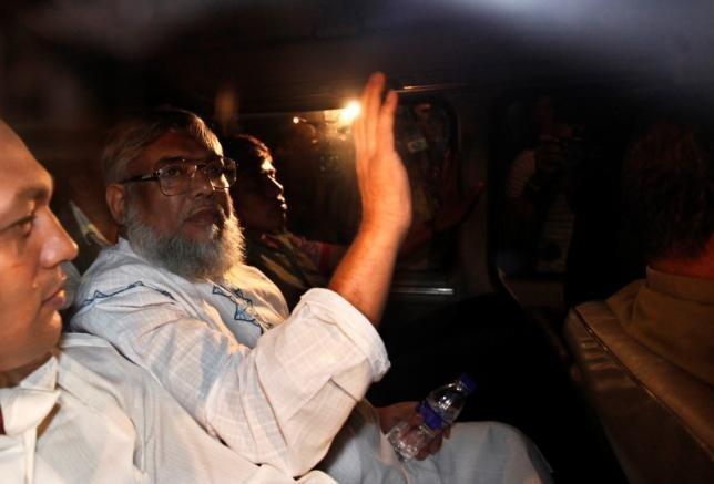 Ali Ahsan Mohammad Mujahid, deputy chief of Bangladesh Jamaat-e-Islami waves from a car as police arrest him in Dhaka June 29, 2010.