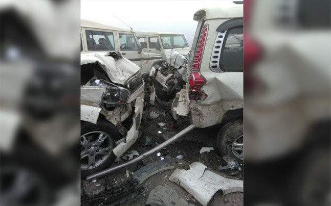 Vehicles pile-up on Lucknow-Agra expressway due to dense fog