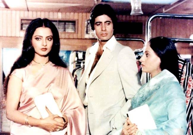 Amitabh Bachchan, Rekha and jaya in a screenshot from 'Silsila'