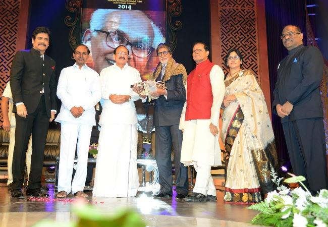 Amitabh Bachchan Receives ANR Award: Nagarjuna Thanks Big B for Accepting Honour