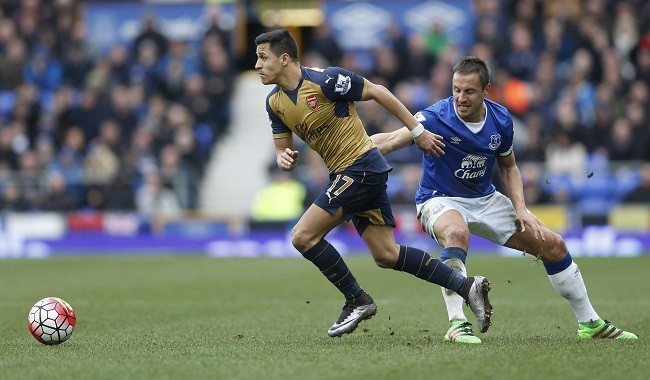 Alexis Sanchez Arsenal Phil Jagielka Everton