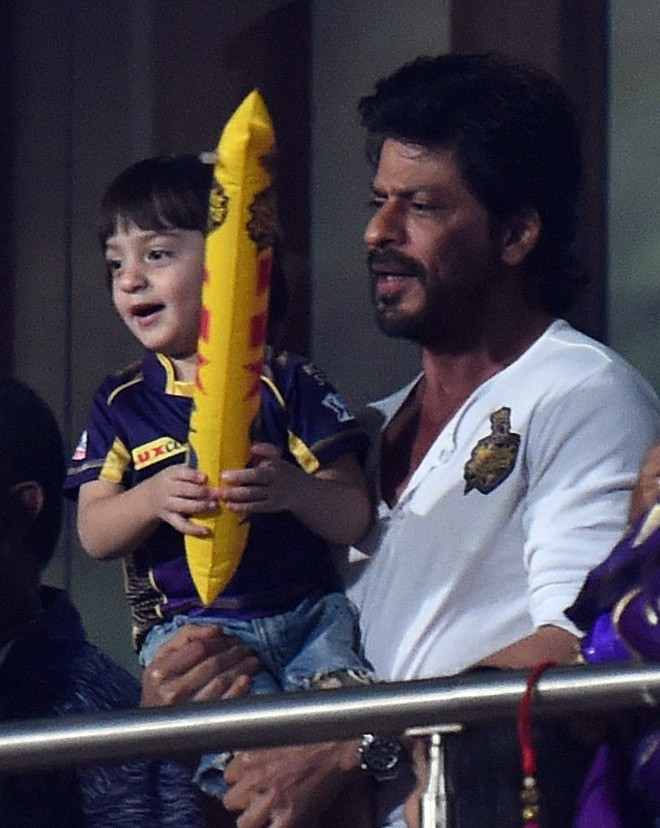 Shah Rukh Khan,AbRam,Shah Rukh Khan with son AbRam,Shah Rukh Khan and AbRam,Kolkata Knight Riders,Kings XI Punjab,Eden Gardens,Shah Rukh Khan at IPL,Shah Rukh Khan at KKR match