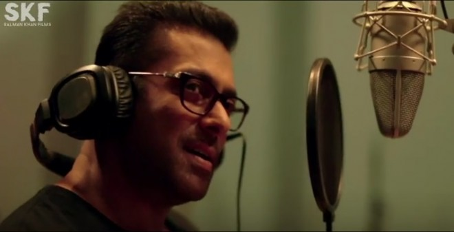 Salman Khan singing 'Main Hoon Hero Tera'
