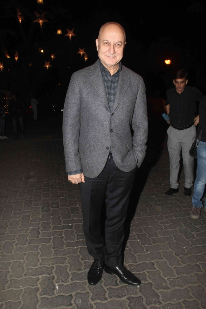 http://data1.ibtimes.co.in/cache-img-660-0/en/full/593557/1450944831_anil-kapoor-birthday-bash.jpg