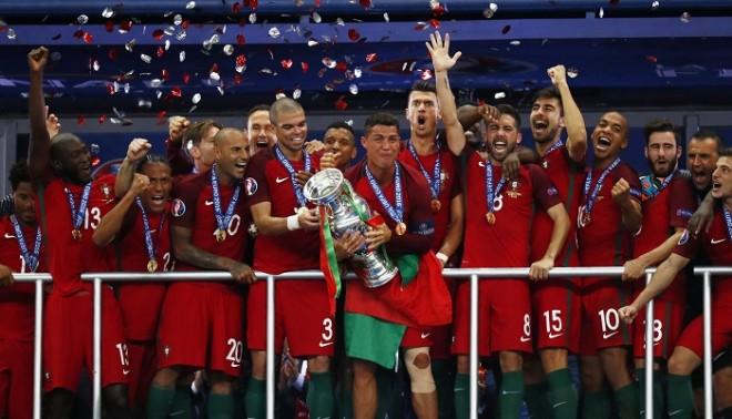 Ronaldo Portugal Euro 2016 trophy