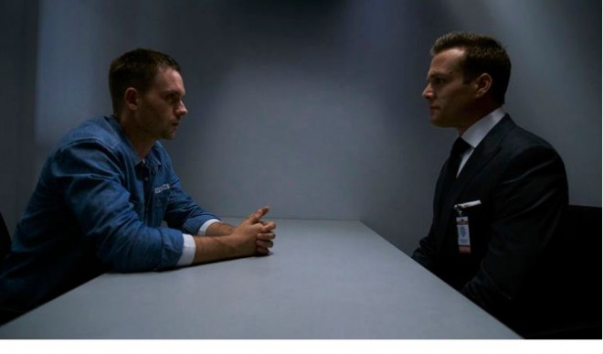 "Harvey visits Mike in prison in ""Suits"" Season 5"