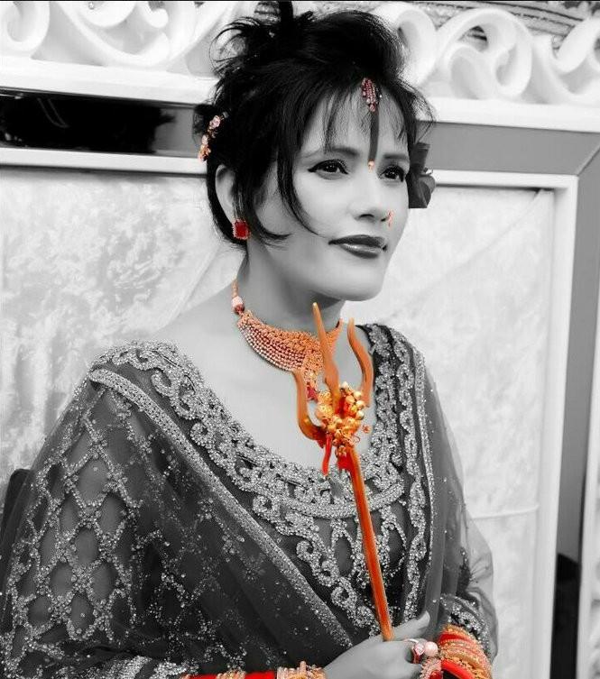 Radhe Maa,Radhe Maa photo,Hot radhe maa photos,Radhe maa in dress photos,Indian godwoman,godwoman,Radhe maa pictures,Radhe maa criminal case,goddess