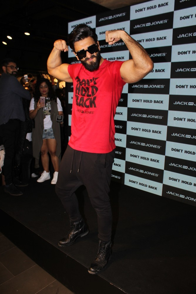 Ranveer Singh,Ranveer Singh launches Don't Hold Back,Don't Hold Back,actor Ranveer Singh,Ranveer Singh pics,Ranveer Singh images,Ranveer Singh photos,Ranveer Singh stills,Ranveer Singh pictures,Ranveer Singh latest pics,Ranveer Singh latest imag