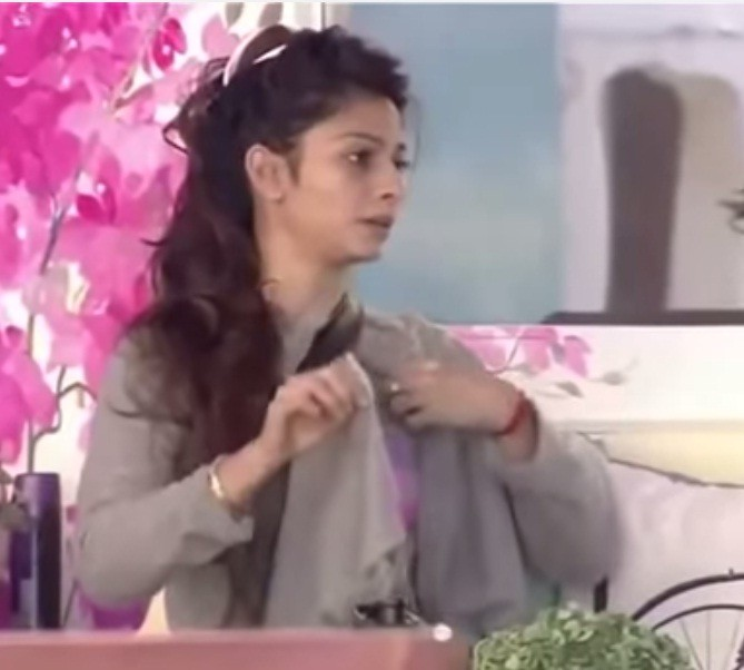 Karishma Tanna, Gauhar Khan, Dolly Bindra and Other Real Faces of 'Bigg Boss' Contestants without Make-up