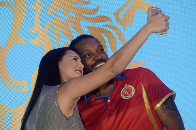 Rcb,Royal Challengers Bangalore,Huawei Honor Mobile Phones,Huawei Honor Mobile,Virat Kohli,Chris Gayle,AB de Villiers,Royal challengers bangalore players,Huawei launches Honor Holly and Honor X1,Huawei Partners With Royal Challengers Bangalore