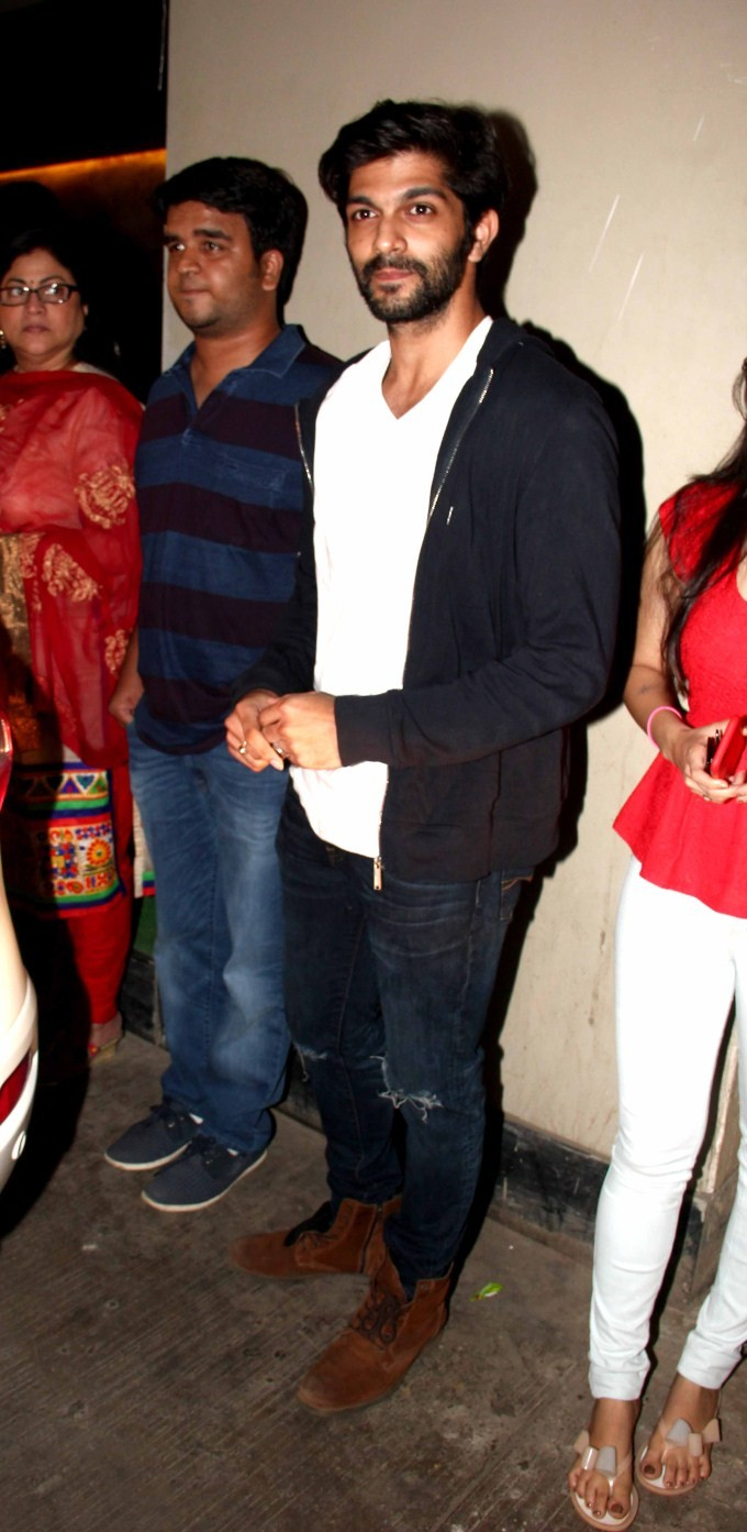 Aamir Khan,Raj Thackeray and family watch Dil Dhadakne Do,Aamir Khan family watch Dil Dhadakne Do,Raj Thackeray and family watch Dil Dhadakne Do,Amir Khan with his wife,Amir Khan and Kiran Rao,Kiran Rao,Aamir khan,Raj Thackeray,Dil Dhadakne Do