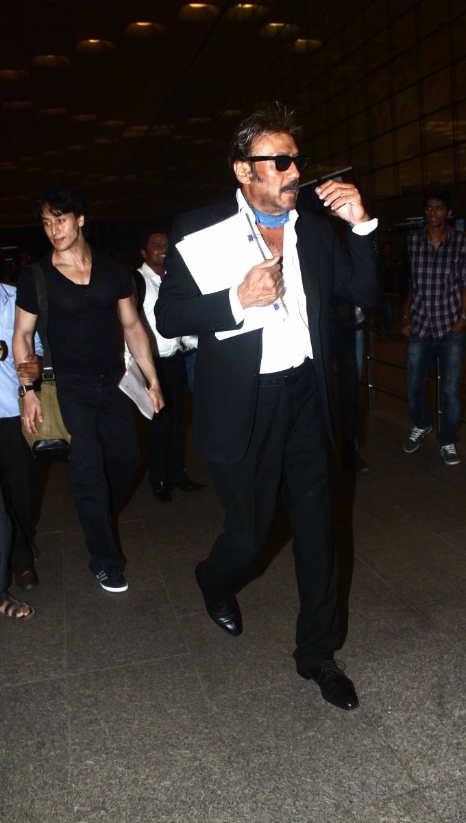 Tiger Shroff with Jackie Shroff snapped at International Airport Mumbai,Tiger Shroff snapped at International Airport Mumbai,Jackie Shroff snapped at International Airport Mumbai,Tiger Shroff with Jackie Shroff,Tiger Shroff,Jackie Shroff