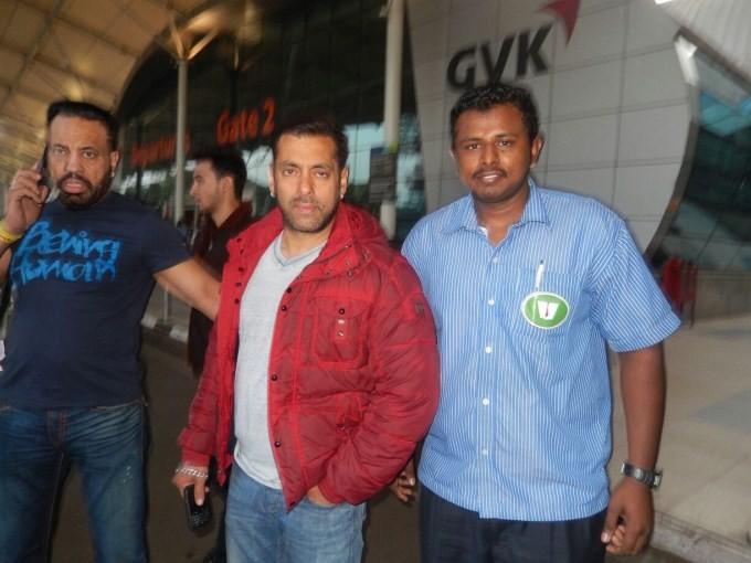 Salman Khan,Bajrangi Bhaijaan,Salman Khan snapped at Domestic Airport,Bajrangi Bhaijaan Hero,Salman Khan pics,Salman Khan images,Salman Khan stills,Salman Khan at airport