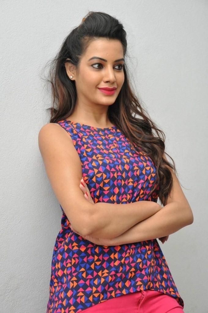 Diksha Panth,actress Diksha Panth,south indian actress Diksha Panth,Diksha Panth latest pics,Diksha Panth latest images,actress Diksha Panth pics,actress Diksha Panth images