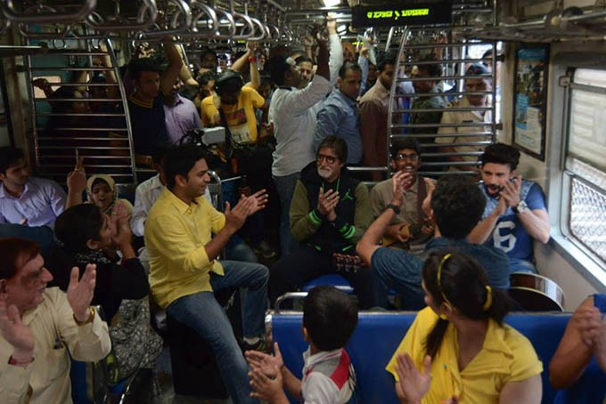 Amitabh Bachchan,Amitabh Bachchan sings in train for charity,Megastar Amitabh Bachchan,Amitabh Bachchan in Mumbai local train,cancer patients,Amitabh Bachchan sings,actor Amitabh Bachchan sings