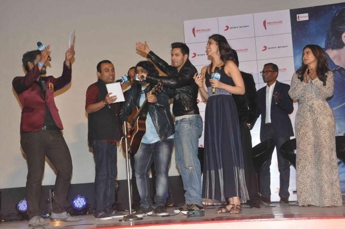 Shah Rukh Khan,Kajol,Varun Dhawan,Kriti Sanon,Rohit Shetty,Dilwale song launch,Dilwale,Dilwale promotion,Dilwale movie promotion