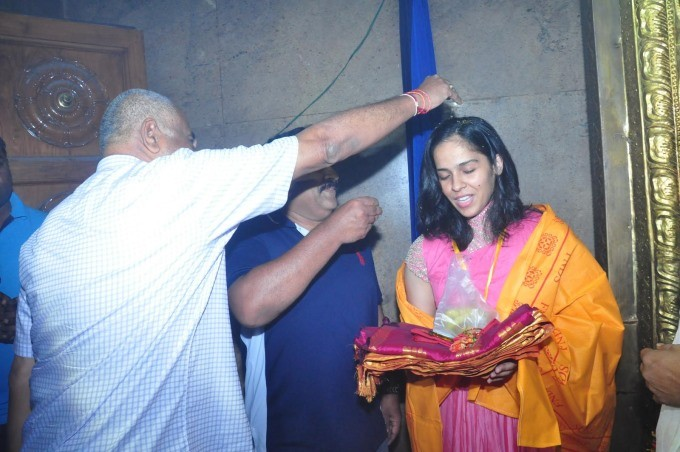 Saina Nehwal visits Film Nagar Temple,Saina Nehwal at Film Nagar Temple,Film Nagar Temple,Saina Nehwal,Indian Shuttler Saina Nehwal,Saina Nehwal pics,Saina Nehwal images,Saina Nehwal photos,Saina Nehwal stills,Saina Nehwal pictures