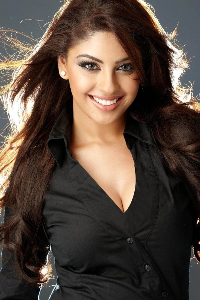 South Indian Actress In Dress Black,actress in black dress,actress black hot dress,south indian actress,actresses,celebs in black dress,black saree
