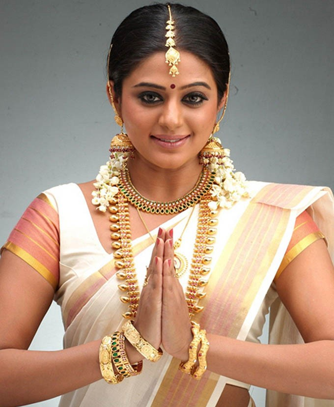 Akshaya Tritiya,Akshaya Tritiya Special,Indian Actress Flaunting Jewellery,celebs Flaunting Jewellery,Celebs Wearing Gold Ornament,Celebs Wearing Gold,Celebs Wearing Gold Ornament jewllery,Celebs wearing Jewellery,actress wearing Jewellery