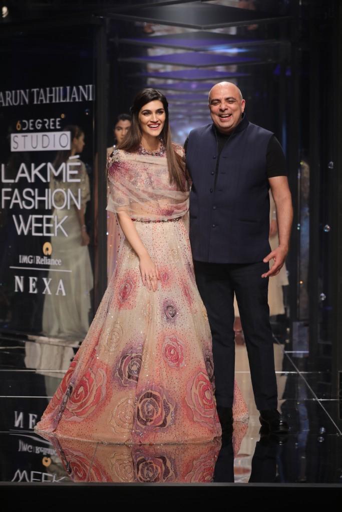 Kriti Sanon,Kriti Sanon bridal look,Kriti Sanon at LFW show,Kriti Sanon at Lakme Fashion Week,Lakme Fashion Week,Lakme Fashion Week 2018