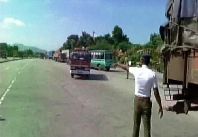 Cauvery water issue,Cauvery water,cauvery water to tamil nadu,tamil nadu cauvery water dispute,cauvery row,Tamil Nadu,Karnataka,Hosur border