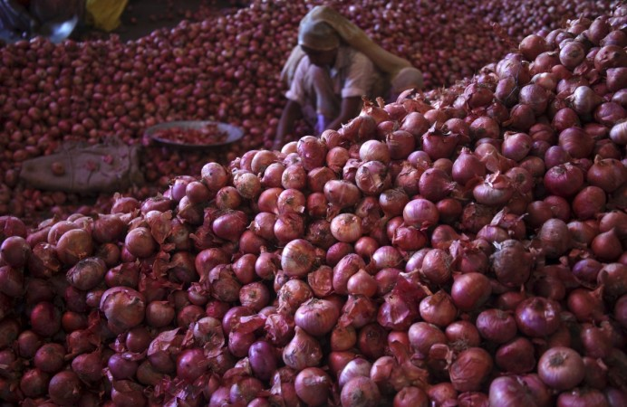 Onion prices drop 35% after IT raids on onion traders in Nashik