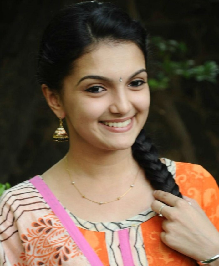 Saranya Mohan,actress Saranya Mohan,Saranya Mohan pics,Saranya Mohan images,Saranya Mohan stills,Saranya Mohan pictures,Saranya Mohan latest pics,south indian actress,tamil actress pics,tamil actress images,tamil actress photos