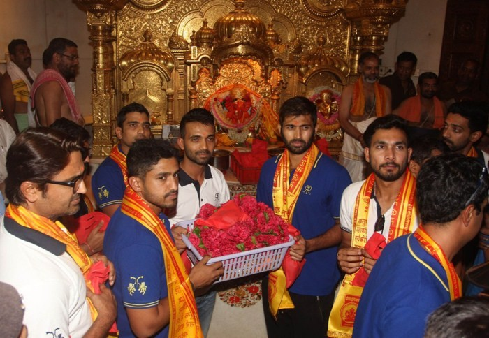 Rajasthan Royals,Rajasthan Royals Team visits Siddhivinayak Temple,Siddhivinayak Temple,Rajasthan Royals team visits Siddhivinayak temple,Ajinkya Rahane,god blessings