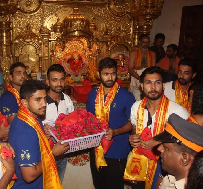 Rajasthan Royals,Rajasthan Royals Team visits Siddhivinayak Temple,Siddhivinayak Temple,Rajasthan Royals team visits Siddhivinayak temple,Ajinkya Rahane,god blessings
