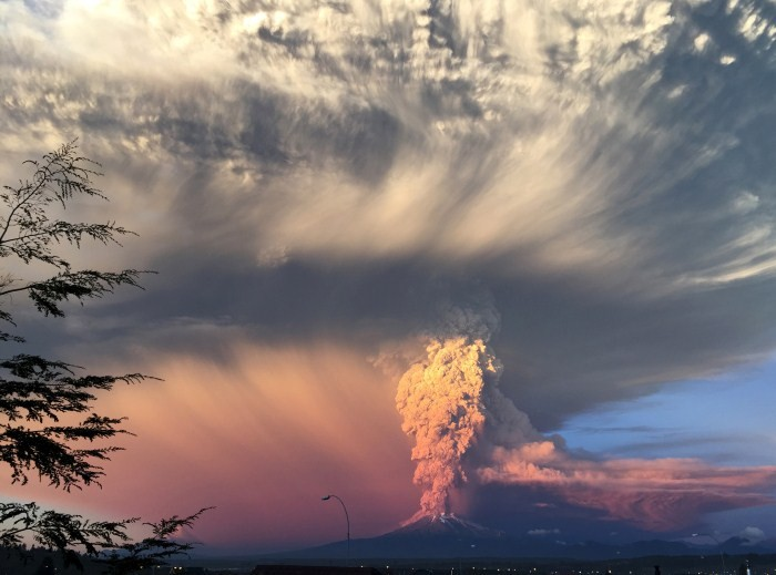 Chile's Calbuco Volcano Erupts,Volcano Erupts,Volcano,Chile's Calbuco Volcano,Chile's Calbuco Volcano Erupts for Third Time,Chile's Calbuco volcano erupts again,calbuco southern chile,Volcano pics,Volcano images,Volcano photos,Volcano stills,Volcano pictu