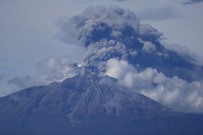 Chile's Calbuco Volcano Erupts,Volcano Erupts,Volcano,Chile's Calbuco Volcano,Chile's Calbuco Volcano Erupts for Third Time,Chile's Calbuco volcano erupts again,calbuco southern chile,Volcano pics,Volcano images,Volcano photos,Volcano stills,Volcano pictu