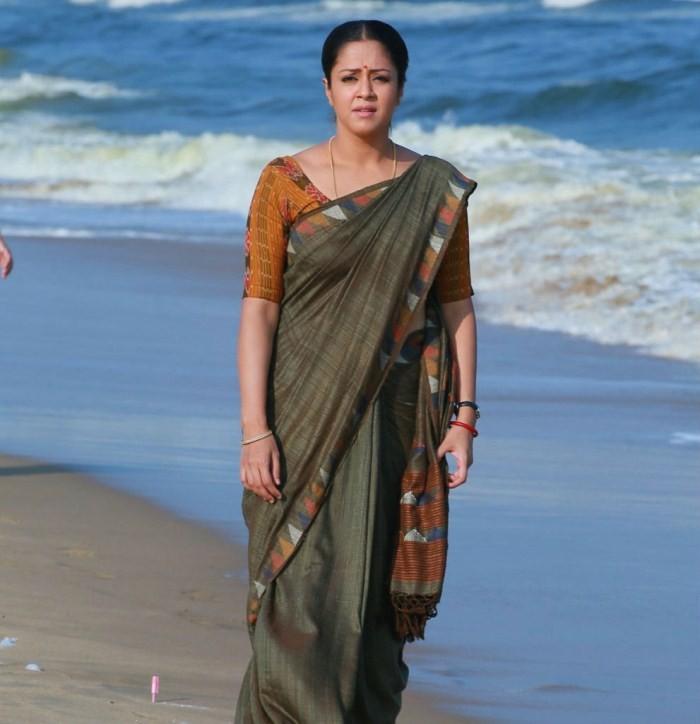 Jyothika stills from 36 Vayadhinile Movie,Jyothika in 36 Vayadhinile Movie,Jyothika,actress Jyothika,Jyothika latest pics,jyothika 36 vayadhinile,Jyothika pics,Jyothika images,south indian actress