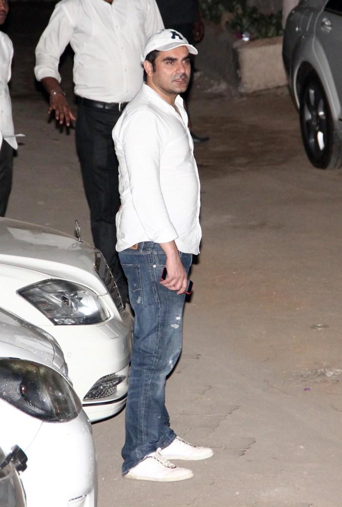 Celebs Visit Salman Khan at Galaxy Appartment,Salman khan at galaxy apartment,Salman hit-and-run case,Galaxy Apartments,Salman Khan,actor Salman Khan,Salman khan hit and run case,Salman Khan Galaxy Apartments,Salman Khan returned home,Salman Khan convicte