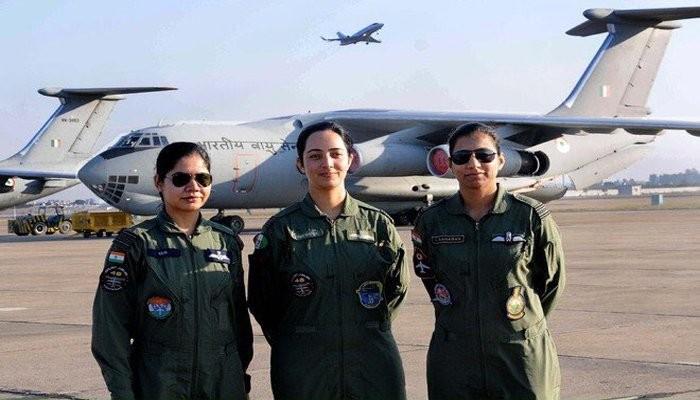 First women fighter pilots,India's first women fighter pilots,women fighter pilots,indian women fighter pilots,Avani Chaturvedi,Bhawana Kanth,Mohana Singh,India's first three women fighter pilots