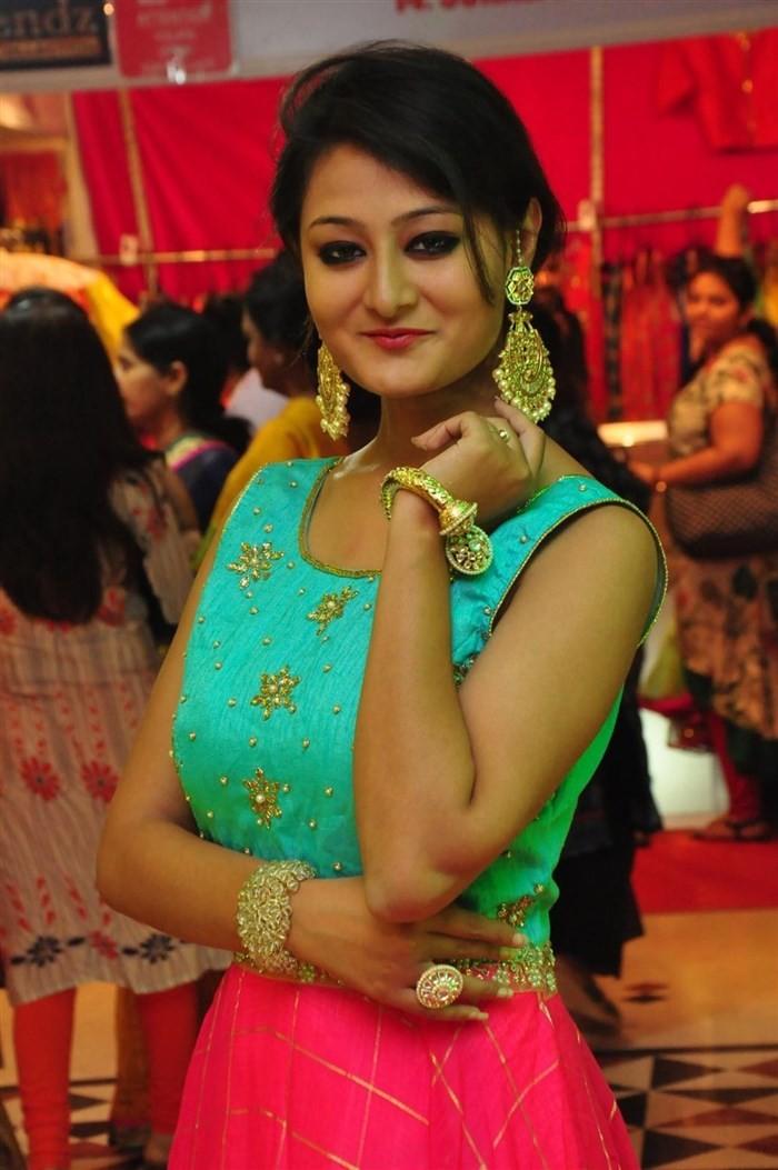 Shilpi Sharma,Nilofer Haidry,Trendz Vivah Wedding & Festive Collection,Trendz Vivah Wedding & Festive Collection launch,Model Shilpi Sharma,Vivah Wedding collection