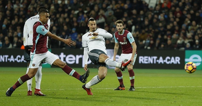 Slaven Bilic unhappy with Mike Dean's decision to send off Sofiane Feghouli