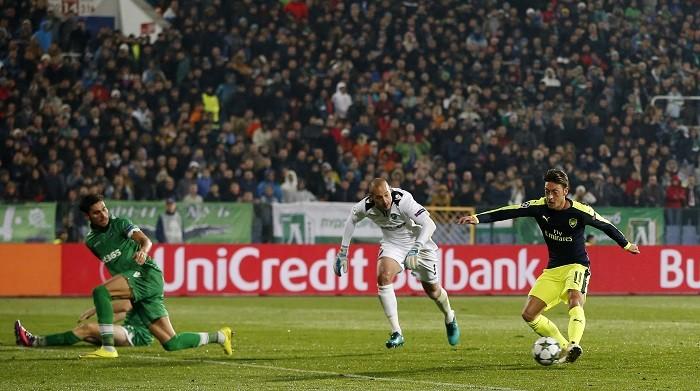 Mesut Ozil Arsenal Ludogorets